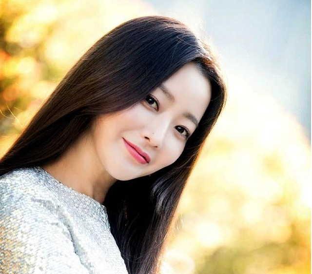 корейская модель Хисон
